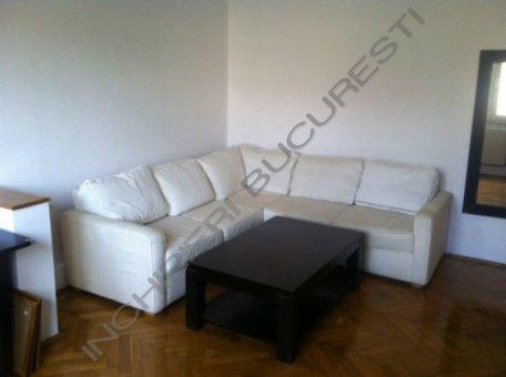canapea alba piele apartament 2 camere primaverii