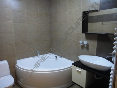 baie renovata apartament 3 camere baneasa