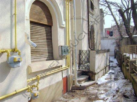 imobil renovat cu apartamente de inchiriat