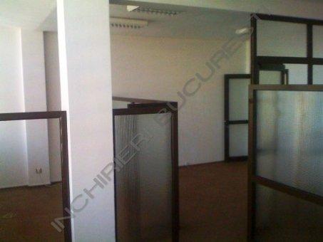 spatiu birouri cu ferestre vitrate