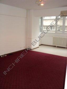 apartament 3 camere mochetat