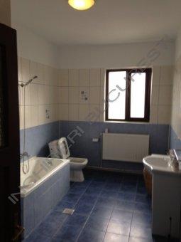 baie suprafata mare apartament 3 camere