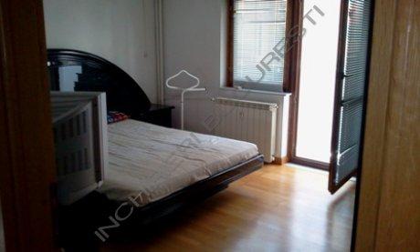 dormitor cu balcin apartament 13 septembrie