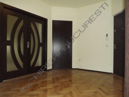 usa lemn masiv apartament cotroceni
