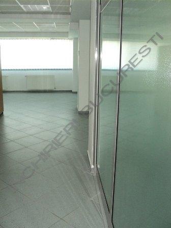spatiu birouri cu perete din sticla