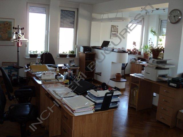 spatiu birou mobilat