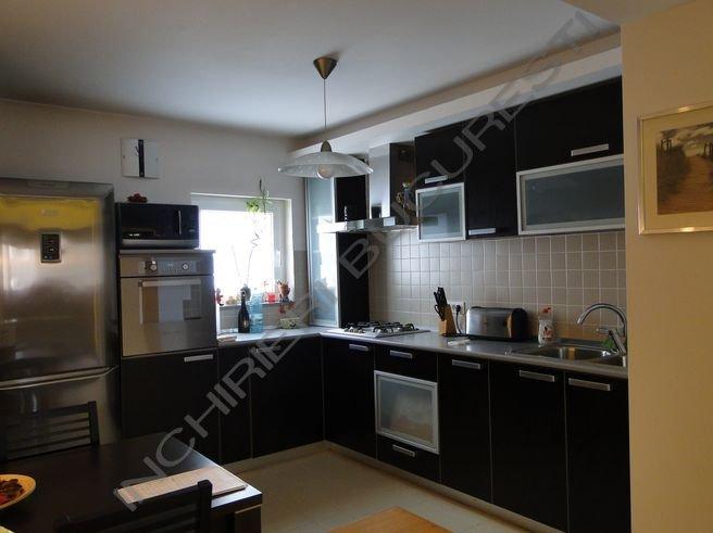 bucatarie neagra apartament lux