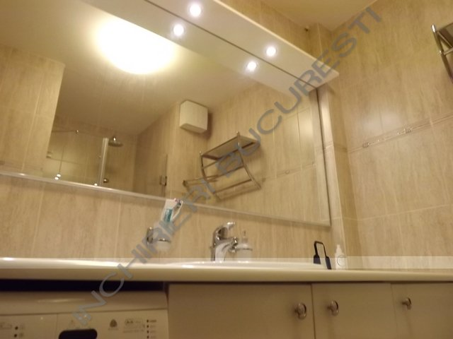 baie renovata apartament inchiriere