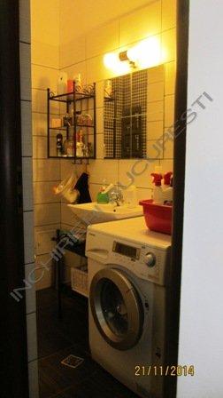 baie apartament 3 camere 1 mai