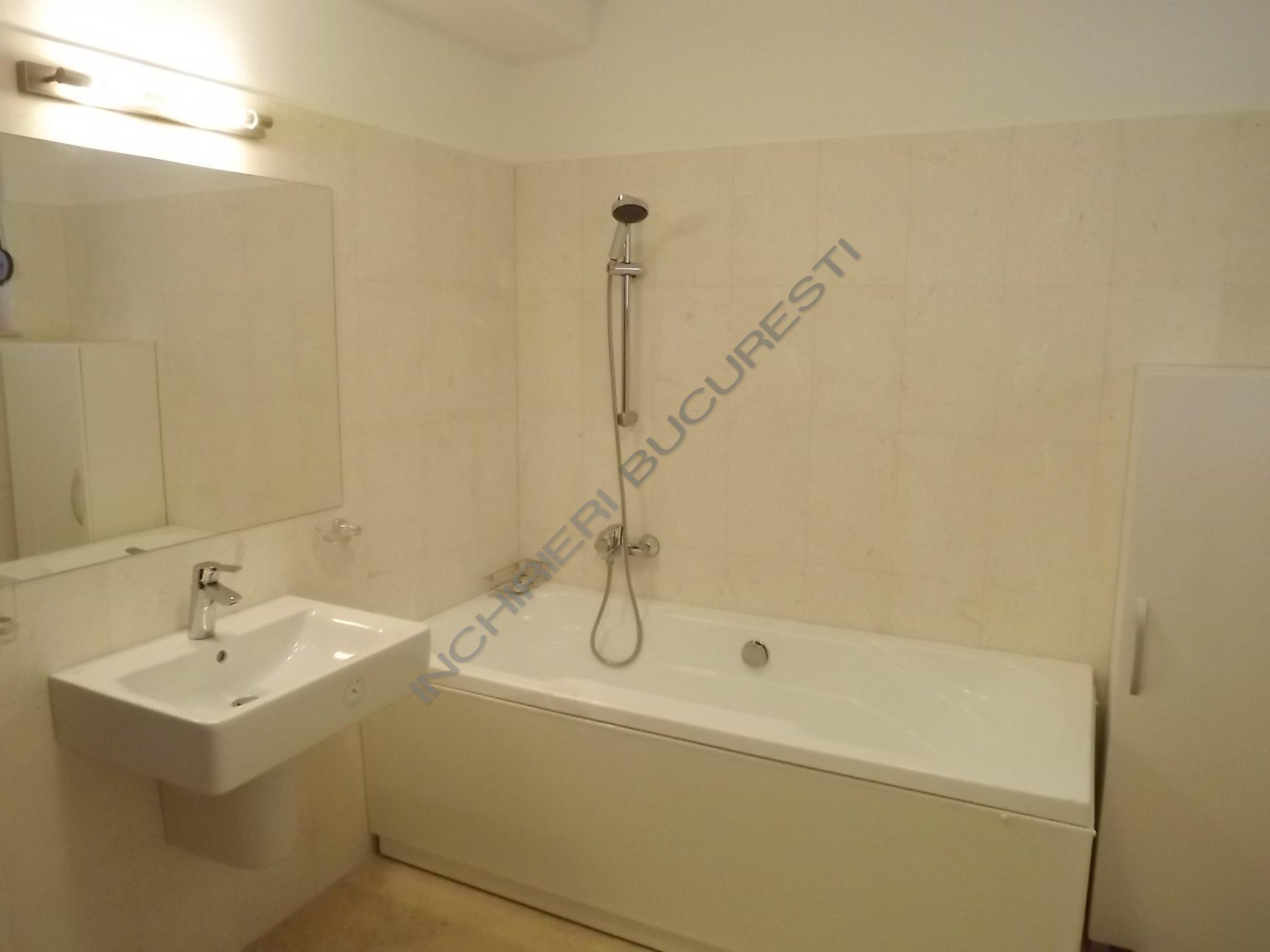 baie alba renovata apartament domenii